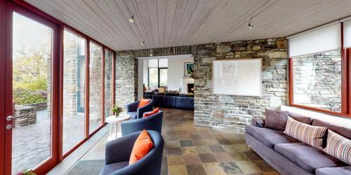 silver-birch-house-seating-area-900x450