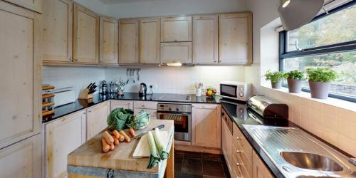 silver-birch-house-second-kitchen-900x450